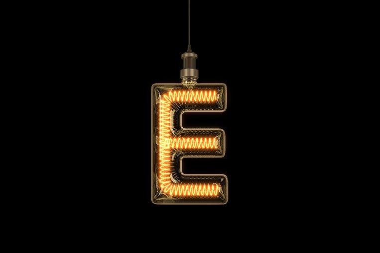 La lettera E a forma di lampadario