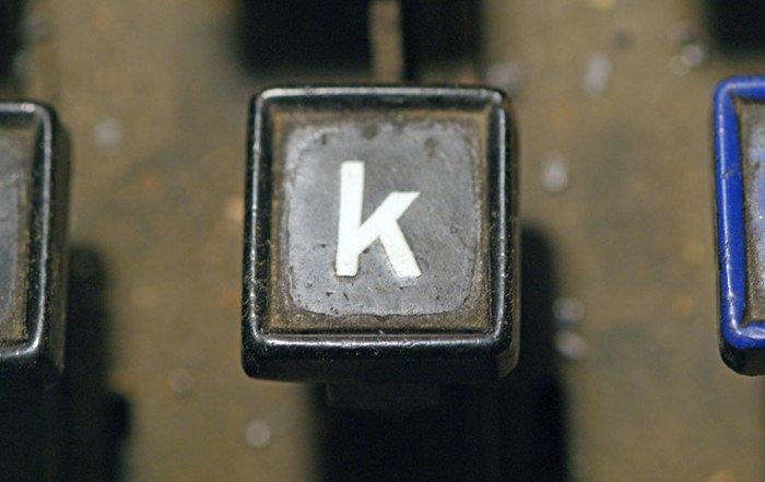 Il tasto K di una vecchia macchina da scrivere